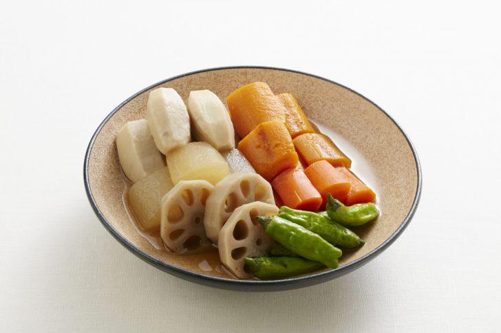 野菜を鍋で煮る前に、ユニコン・クックで加熱する下処理を行うと、煮崩れにくく甘く、やわらかく仕上げることができます。人参は独特の青臭い風味が和らぎ、煮る前に野菜を水にさらすアク抜きも不要になります。このように、ユニコン・クックと従来調理法を組み合わせることも新しい調理法として有効です。